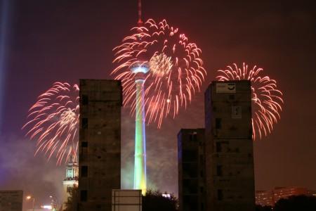 Feuerwerk in Berlin mit sicht auf den Fernsehrturm